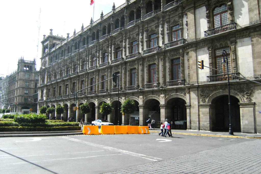 Oficinas centrales del gobierno de la ciudad de m xico for Blau hotels oficinas centrales